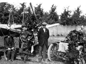 Anthony after his flight over Haarlem with a Spider 3, september 1911