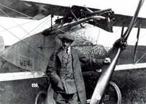 Martin Kreutzer in front of a Fokker D.1. He lost his life during a testflight with this same type on june 27 1916. He had designed all Fokker aircrafts from the M.5 off, Fokker only handled the big lines in the design