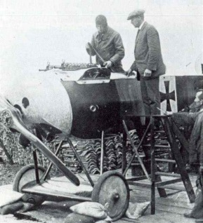 Fokker and Reinhold Platz, brilliant idea to synchronize a machinegun with the rotation of the propeller