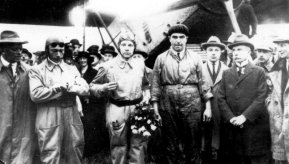 The crew of the first flight to the Dutch Indies: Van der Hoop, Van Weerden Poelman and Van den Broeke. On the right General Snijders and most left Albert Plesman