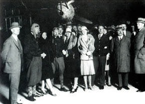 Very early in the morning of september 12 1929, KLM opened the 14 day trialservice to Batavia. Second from the left Iwan Smirnoff, most right Albert Plesman
